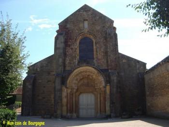 Anzy-le-Duc - façade du prieuré