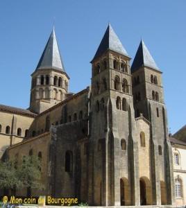Paray le Monial - façade de la basilique