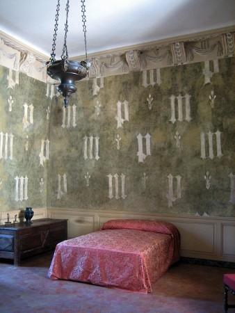 Germolles - Garde-robe décorée