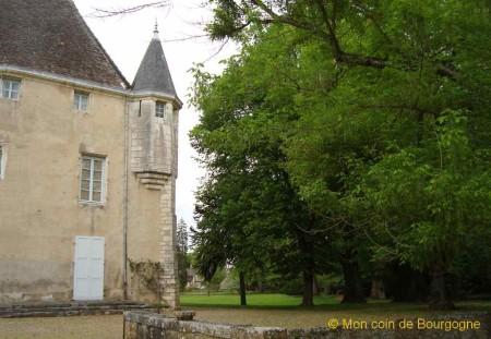 Germolles - vue arrière du château 2