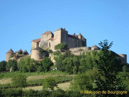 Vue d'ensemble sur le château de Berzé-le-Châtel