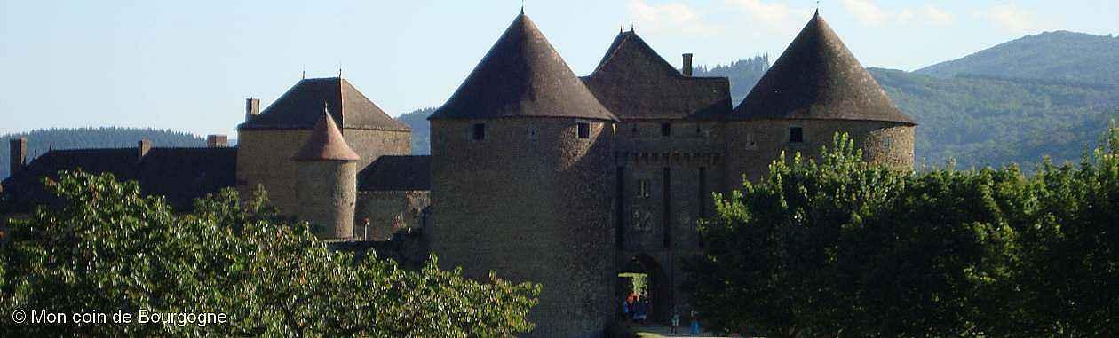 Vue sur Berzé-le-Chatel