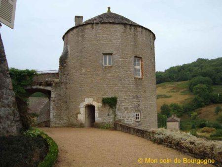 Cour intérieure du château de Berzé