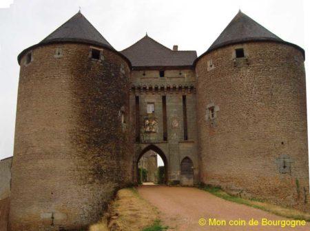 Entrée du château de Berzé