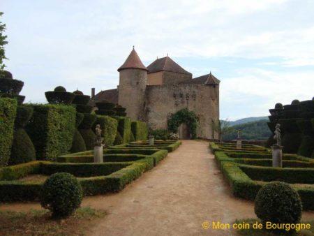 Jardin anglais arrière - château de Berzé