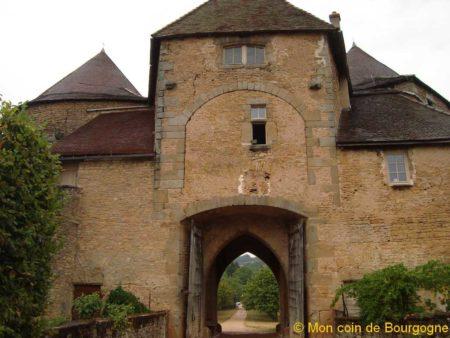Portail intérieur de Berzé
