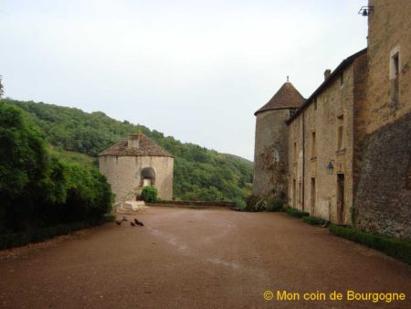 Cour intérieure - château de Berzé