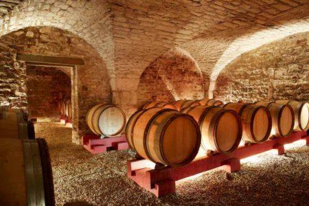 Cave d'élevage des vins au château de Chamirey