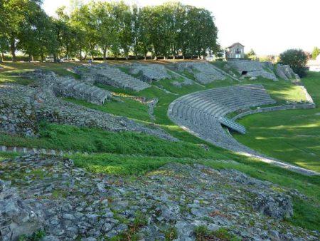 Vestiges du théâtre romain à Autun