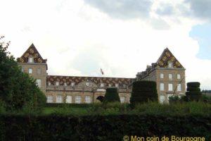 Lycée militaire d'Autun (toiture en tuiles vernissées)