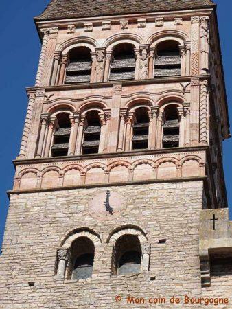 Tournus - Zoom sur clocher de l'abbaye