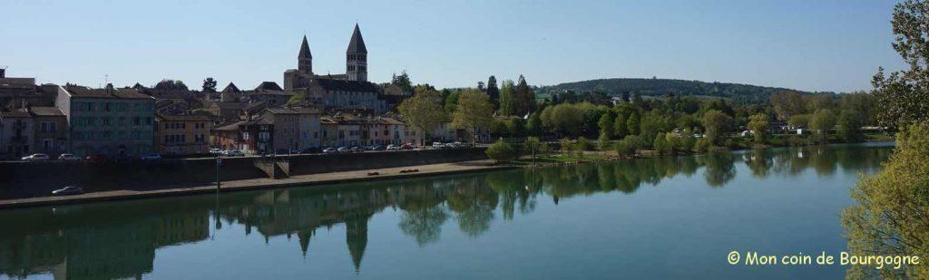 Tournus - Vue depuis la Saône