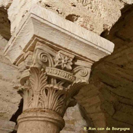 Tournus - chapiteau dans la crypte