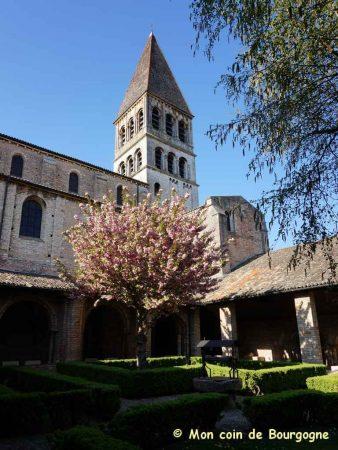 Tournus - Cloitre et clocher