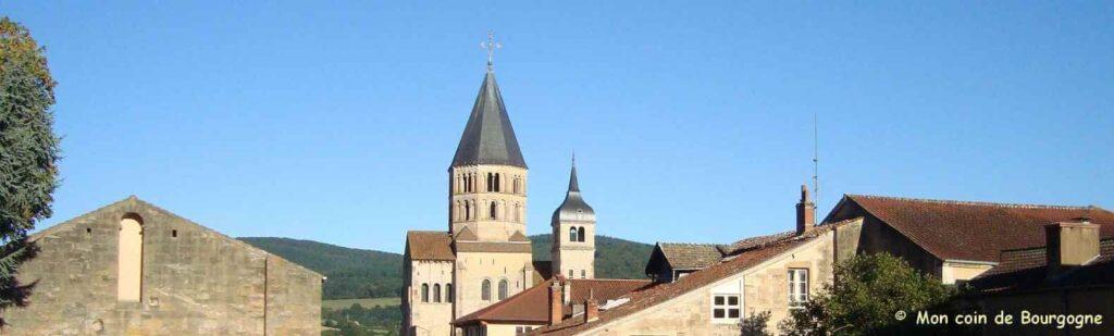 Vue panoramique sur les clochers de Cluny